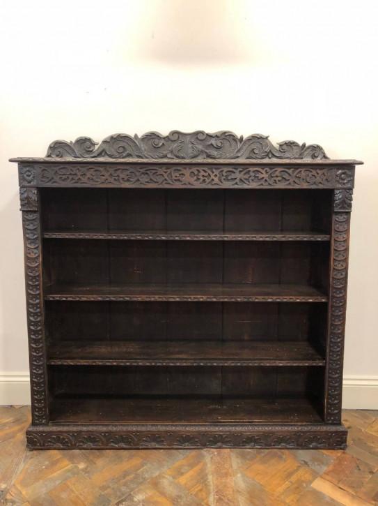 Offenes Bücherregal im Gotik-Stil