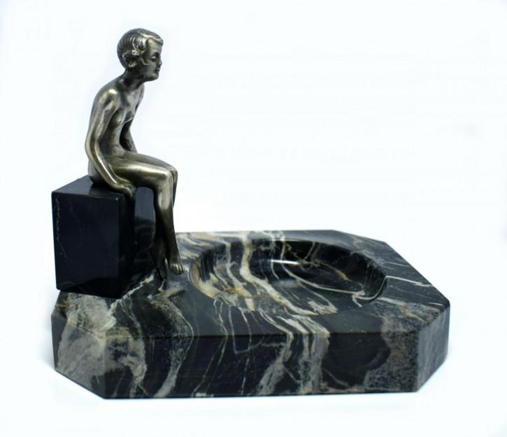 Antike Art Deco Bronzefigur einer nackten jungen Frau.1930, Lorenzl zugeschrieben.