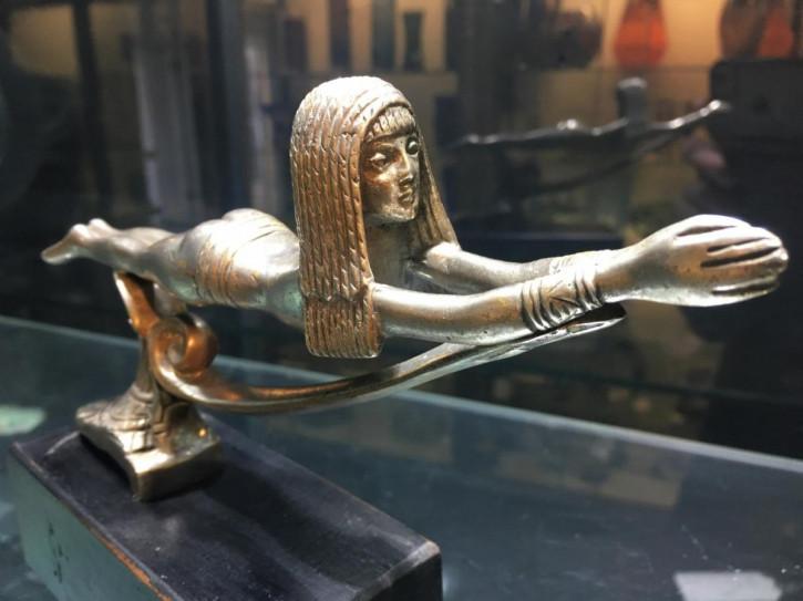 """Bronzefigur eines ägyptischen Schwimmers als """" Automaskottchen"""" ,1920er Jahre, Frankreich."""