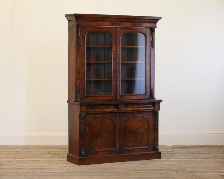 Verglaster Bücherschrank Walnuss Massivholzschrank, englisch antik victorian ca. 1850