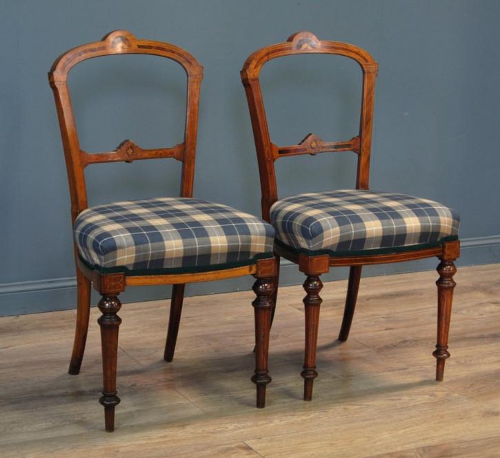 Paar antiker edwardianischer Schlafzimmerstühle Bedroom Chairs aus Nussbaum ca 1900