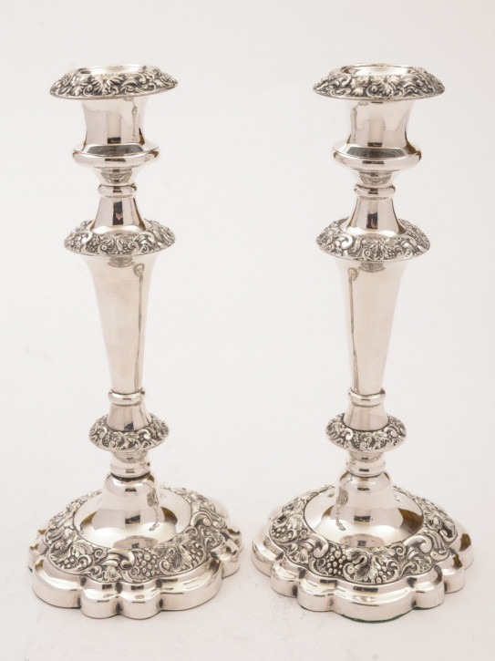 Antikes Paar versilberter Kerzenleuchter / Silver Plated Candlesticks, ca 1920