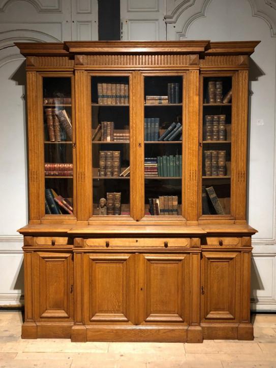 Hochwertiges viertüriges Bücherregal für Bibliotheken antik