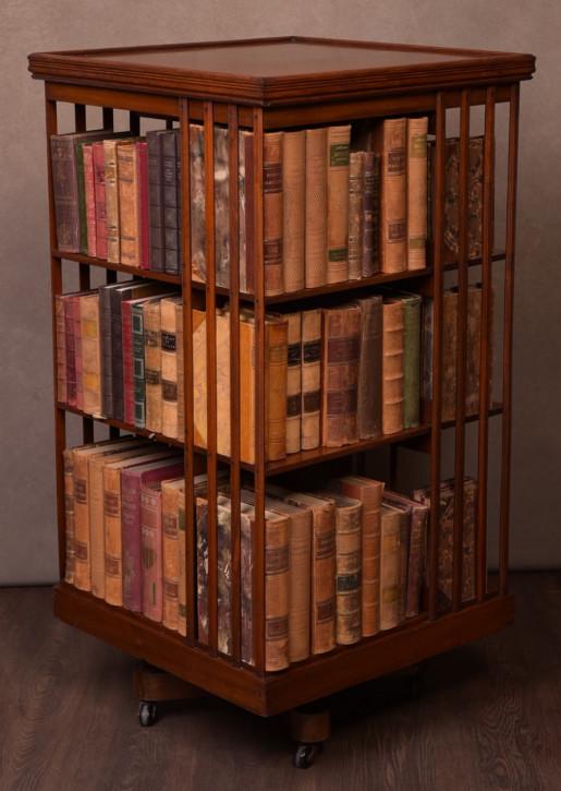 Großer Bücherschrank aus Nussbaumholz edwardianischer Stil