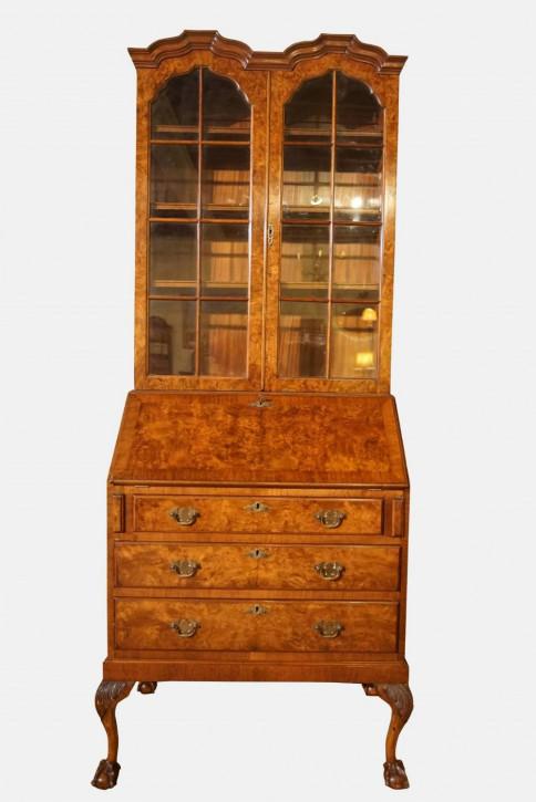 antiker Bücherschrank mit Doppelkuppel aus Burr Nussbaum  im Queen Anne Stil