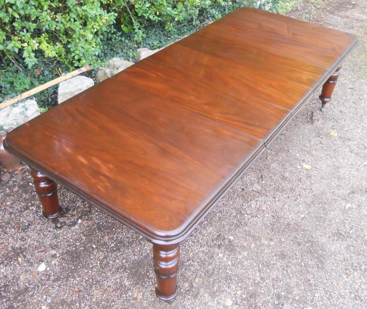 Antiker ausziehbarer Esstisch aus Mahagoni für 12 Personen,  viktorianischer Stil