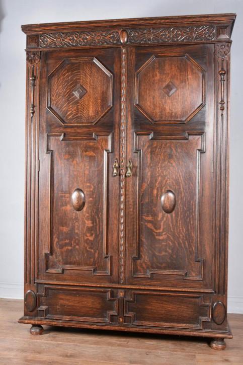 antiker zweitüriger Kleiderschrankaus Eichenholz massiv  im  jacobeanischen Stil