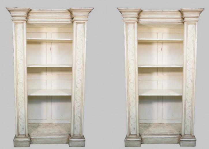 seltenes Paar viktorianischer Breakfront  Bücherregale, offen , weiß lackiert