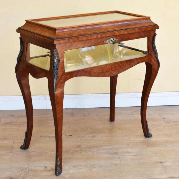 Antiker viktorianischer Vitrinen Tisch / Display Table / Bijouterie Table aus Nussbaum, ca 1860