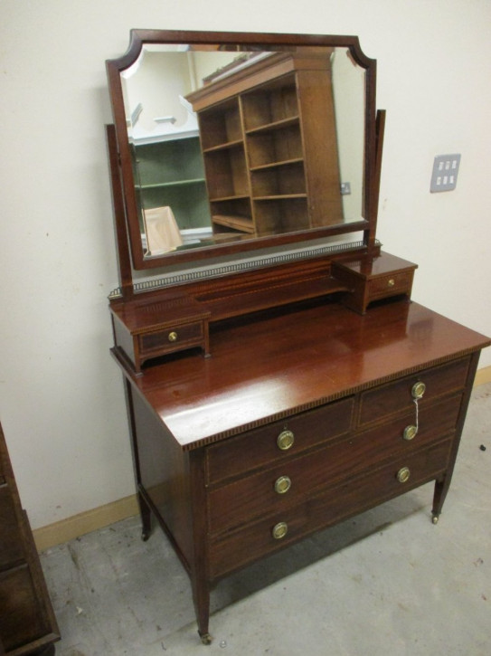 Inlaid mahogany dressing table
