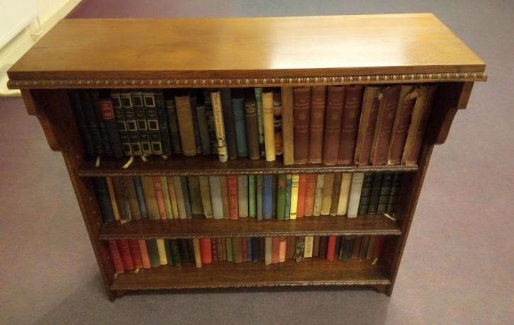Bücherregal aus den 1930ern  mit offener Front aus Eichenholz, antik