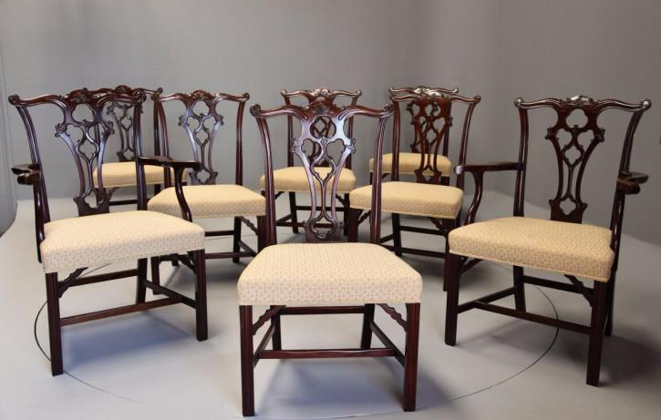 Satz von acht Mahagoni-Esszimmerstühlen im Chippendale-Stil ca. 1900