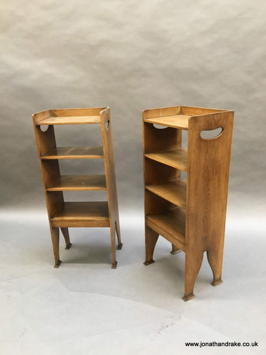 Ein Paar Eichen Nachttische Arts&Crafts antik ca 1920