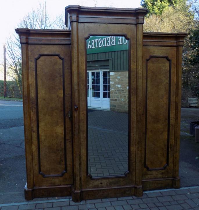 Antiker victorian Walnuss Breakfrontkleiderschrank mit Spiegel, dreitürig