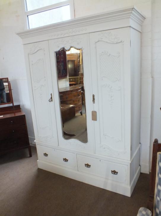 Antiker edwardianischer weiß bemalter Kleiderschrank , mit Spiegel