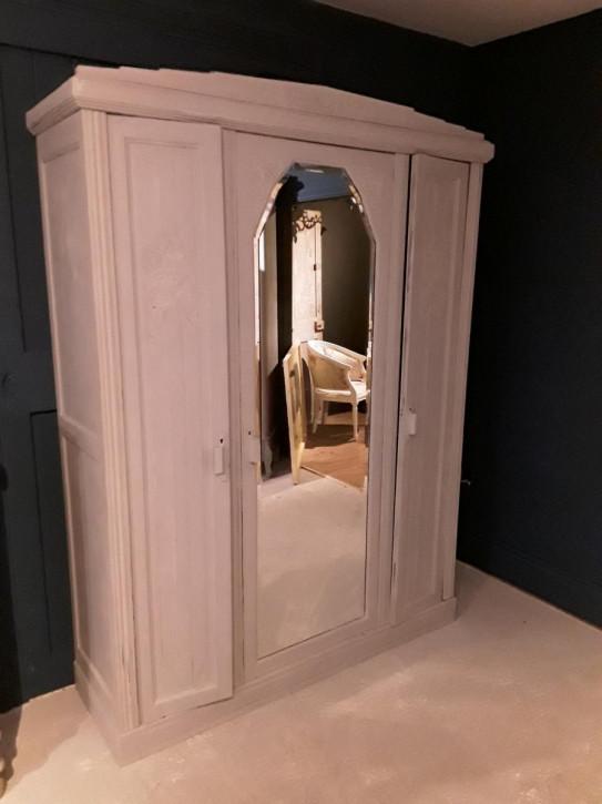 Antiker weiß bemalter edwardian Kleiderschrank mit mittiger Spiegeltür, Annie Sloan 'Paris Grey'