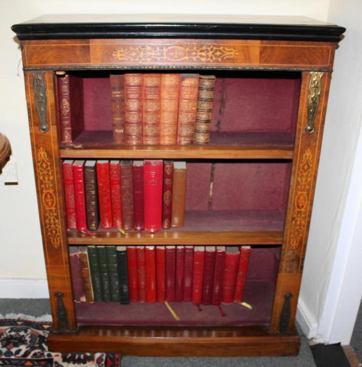 Antiker Nussbaum offener Bücherschrank