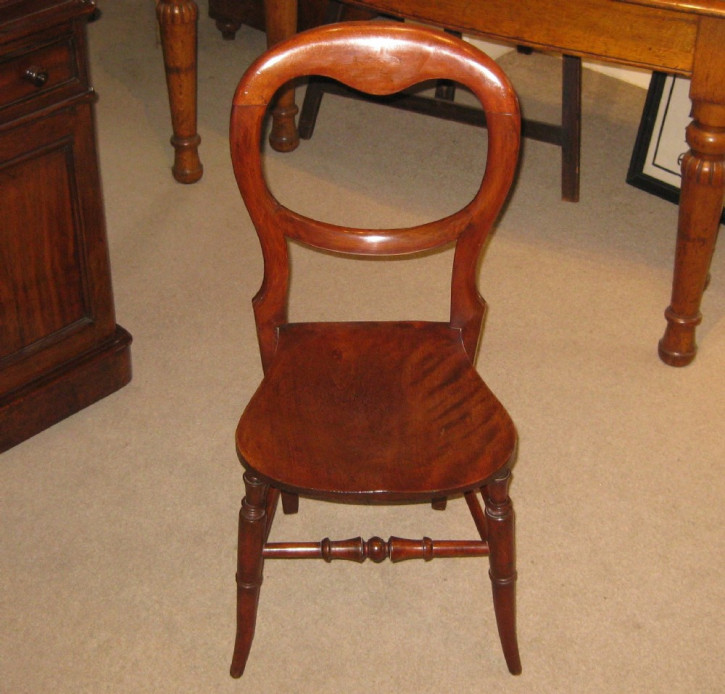 Antikes Paar edwardianischer Stühle aus Ulme und Buche  von 1910