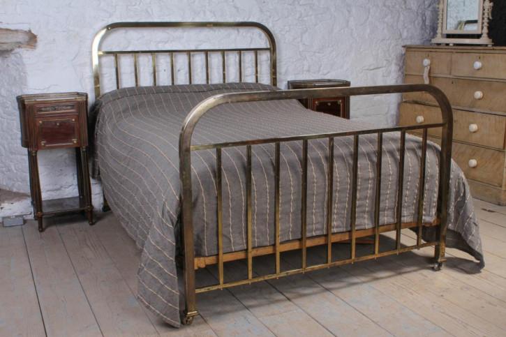 Antikes französisches Doppelbett aus Messing von 1920