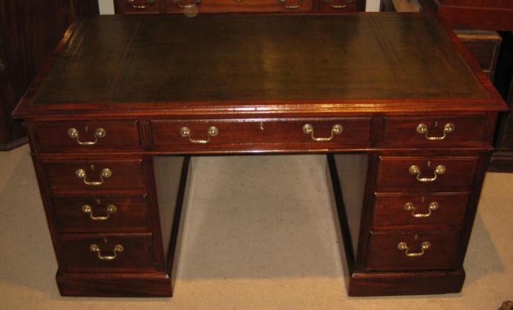 Antiker spät viktorianischer Mahagoni-Pedestal Desk Schreibtisch von 1900