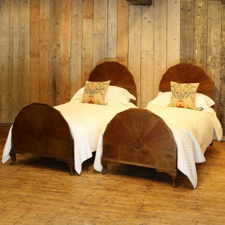 Paar besonderer Mahagoni Massivholzbetten antik Bett ca. 1910