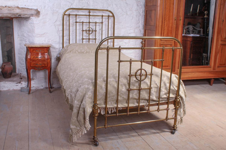 Antikes viktorianisches  Messing Einzelbett von Schoolbred