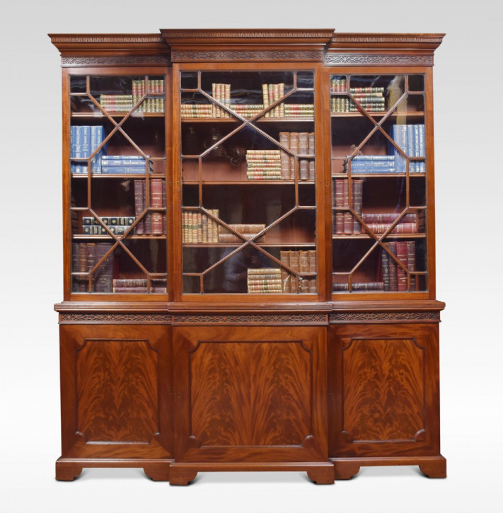 Mahagoni three door Breakfront Bücherschrank Massivholz antik ca 1900