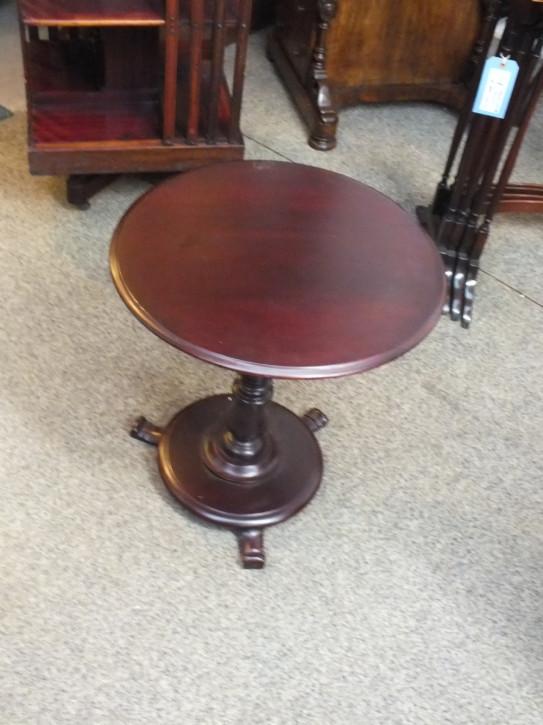 Kleiner Tisch rund mitPlattformsockel antik ca. 1880