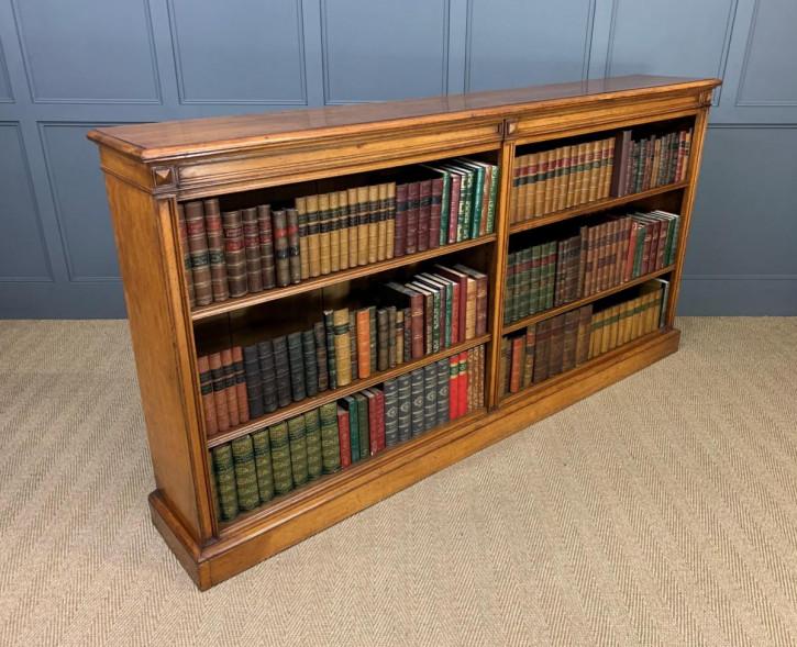Langes viktorianisches Bücherregal aus goldener Eiche
