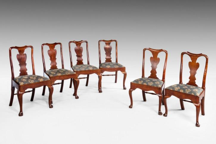 Antikes Set aus sech Nussbaumholz Stühlen aus der Zeit Georg I.