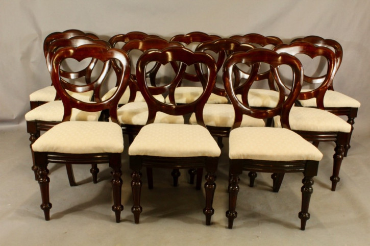 Antikes Set aus zwölf Stühlen mit Bow Fronts aus Mahagoni, 19. Jahrhundert