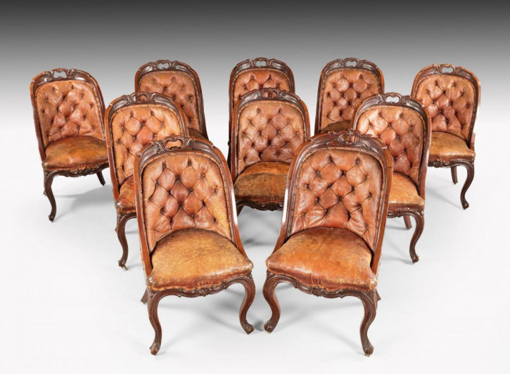 Satz von zehn Mahagoni-Stühlen mit Knopfleiste aus der Mitte des 19. Jahrhunderts