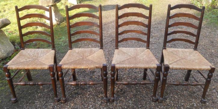Anikes Set mit vier Stühlen aus Buche und Ulme