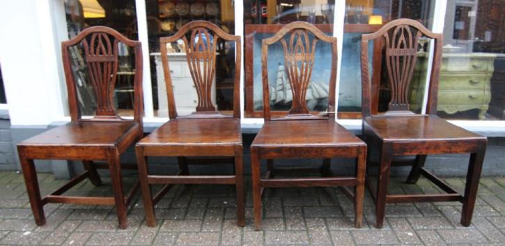 Antikes Set aus vier Eichenstühlen aus dem 18. Jahrhundert