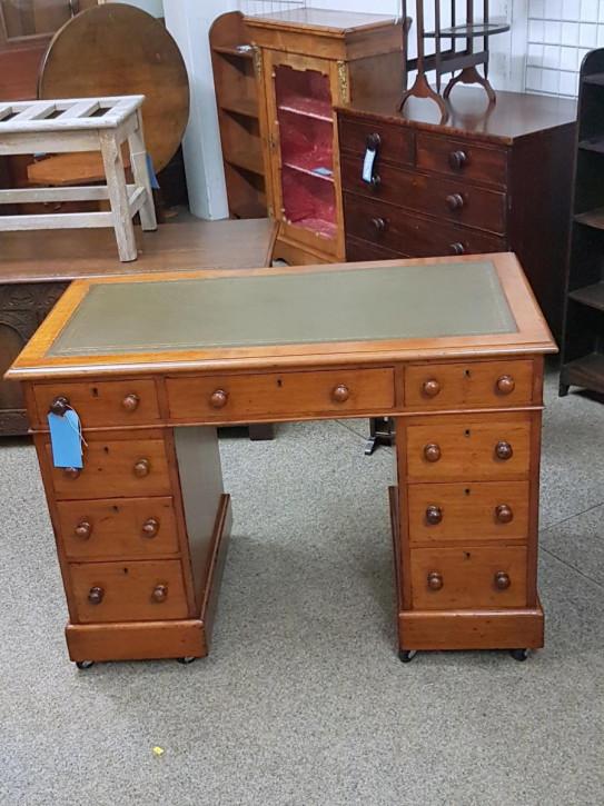 Kleiner viktorianischer Schreibtisch aus Mahagoni, antik