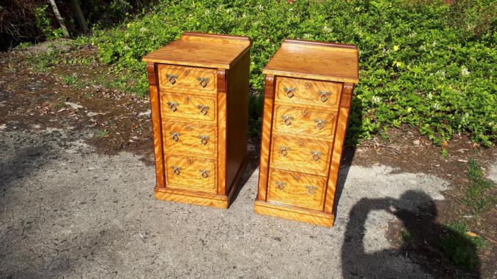 Paar Nachttischschränke aus dem späten 19. Jahrhundert.