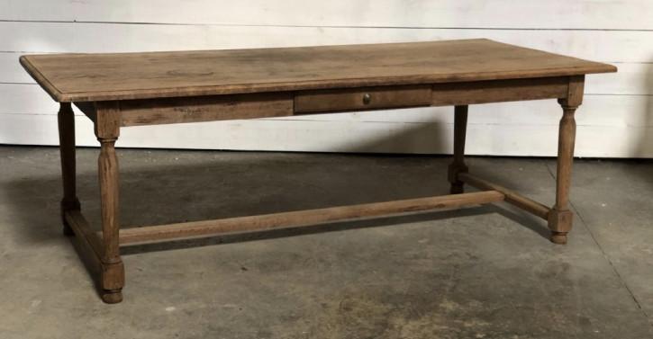 Fanzösischer Farmhouse Tisch mit Schubladen.