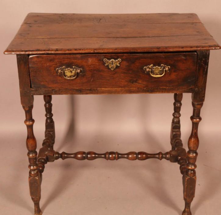 Antiker Beistelltisch aus Eichenholz aus dem 17. Jahrhundert