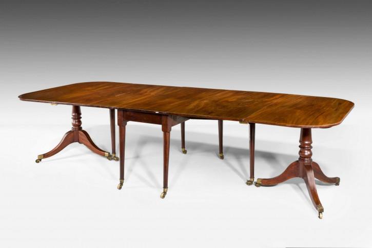 Antiker ausziehbarer Mahagoni Esstisch aus der Regentschaftszeit
