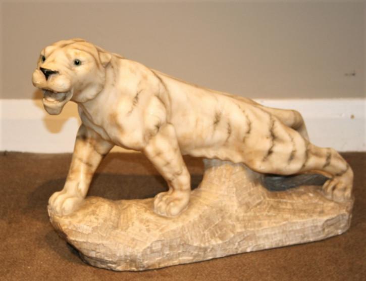 antike Tigerskulptur aus Alabaster 1930