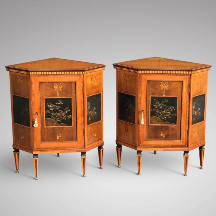 Antikes Paar Eckschränke in Ausstellungsqualität aus dem 19. Jahrhundert