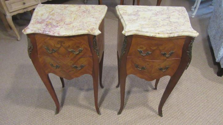 Antikes Nachttisch-Paar im Louis XV.-Stil aus Massivholz um 1930