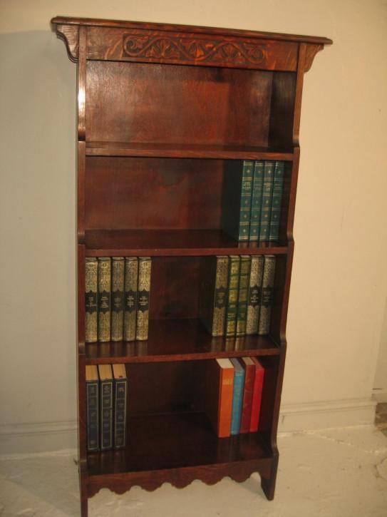 Schlankes Bücherregal aus Eichenholz
