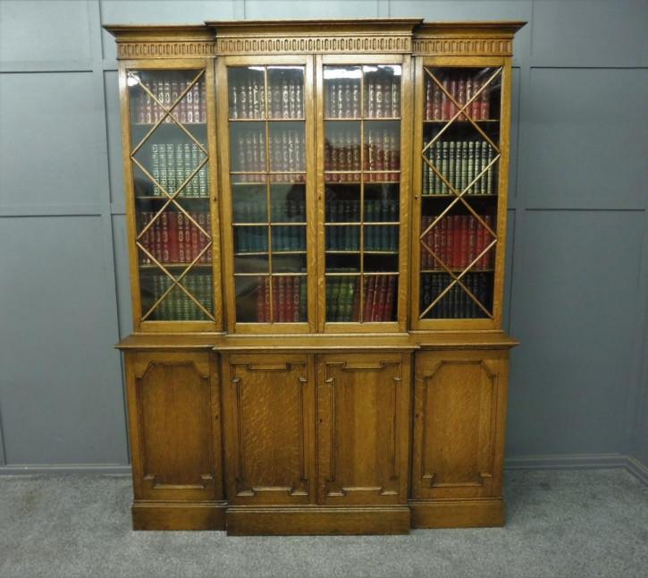 Antiker Bücherschrank aus goldener Eiche