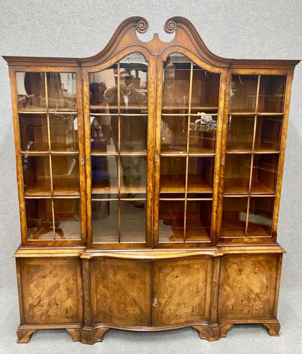 Antiker Walnuss Bücherschrank von maple & co