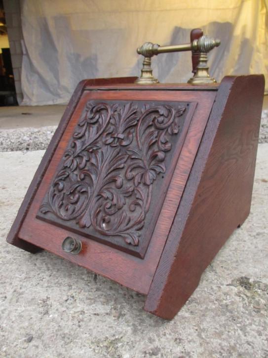 Antike viktorianische Purodnium- oder Kohlebox mit Messinggriff und Schaufel