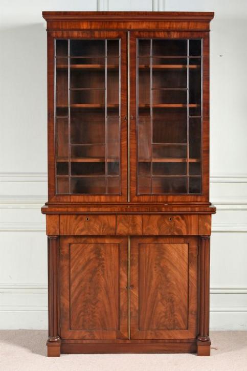 Antiker regency Bücherschrank der Gillows zugeschrieben wird