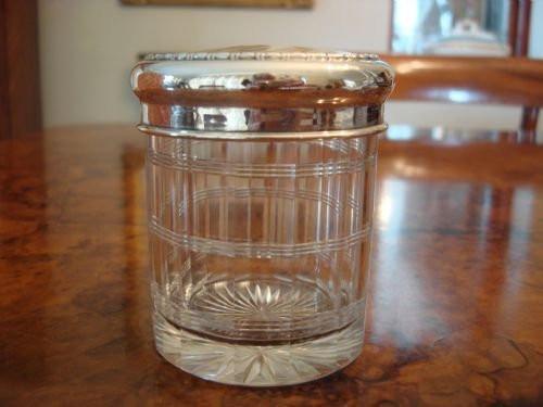 Antikes Birmingham geschliffenes Glas mit massivem Silberdeckel um 1910