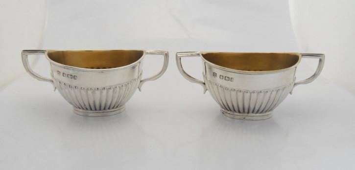 """Antikes Paar viktorianischer """"twin handled salts"""" mit Punze von Goldsmiths & Silversmiths company 112 regent st. 1892"""