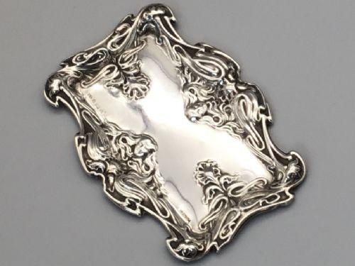Silbernes Art nouveau-Schmucktablett mit Repousse-Arbeiten, antik ca. 1904